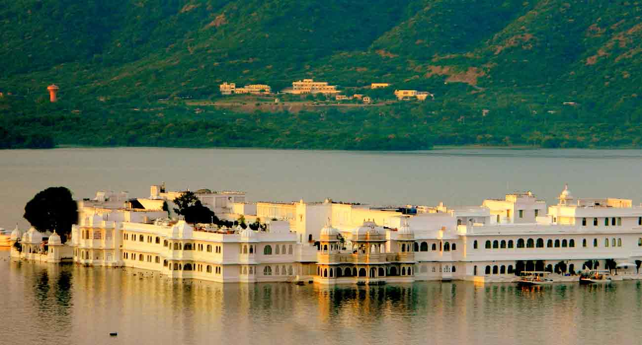 Rajasthan Desert with Udaipur Tour
